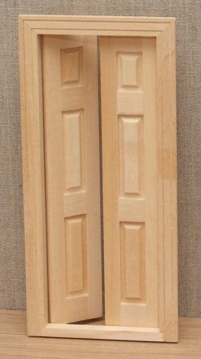 Split opening dolls house door